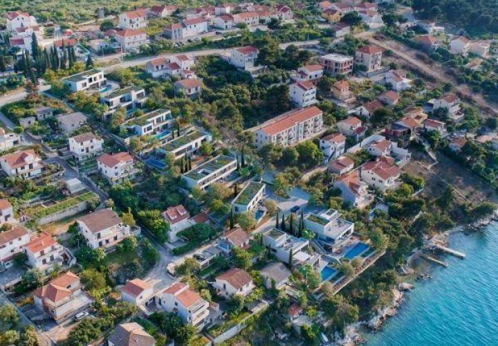 Новый современный кондоминиум на берегу моря на Чиово предлагает виллы на продажу