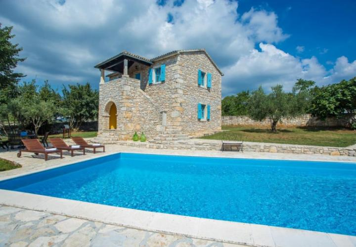 Lovely stone villa in authentic style, with swimming pool, Porec