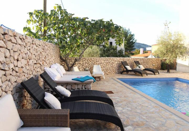 Several apartments in Vinisce 100 meters from the sea