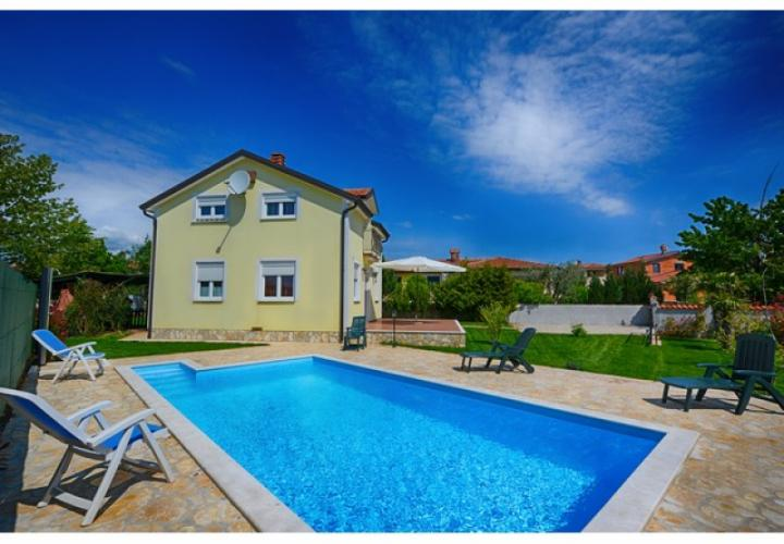 Lovely villa with swimming pool in Porec area
