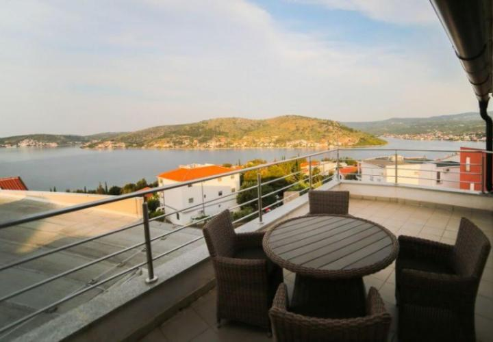 Nice apartment in Rogoznica just 150 m from the sea
