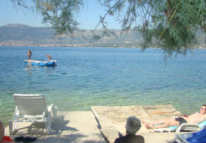 Apart-house or mini-hotel of 4 apartments of seafront location, Ciovo, Trogir