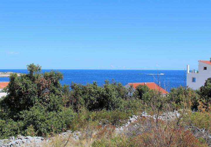 Plot of land in Ražanj just 70 meters from the beach, Rogoznica neighbourhood, Sibenik