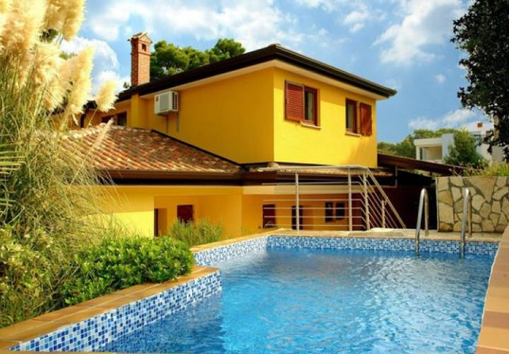 The new villa with a swimming pool and overlooking the sea, Umag