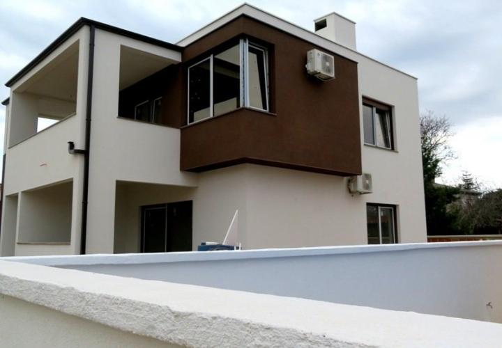 Newly built villa with pool in Pula area