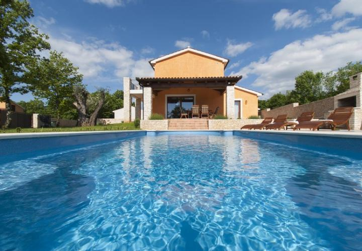 Tuscany-style villa with pool in Svetvincenat aea not far from Pula