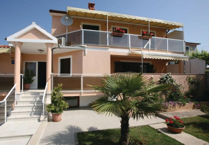 Villa in Pomer just 100 meters from the sea, Pula area