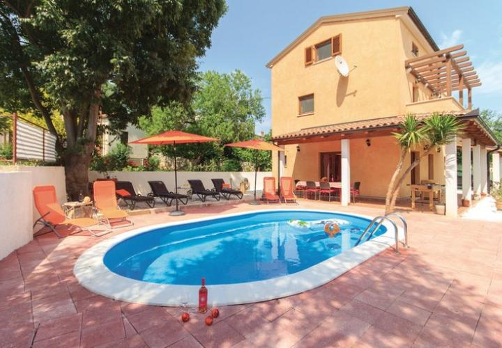 Lovely stone villa with pool in the area of Liznjan, Pula