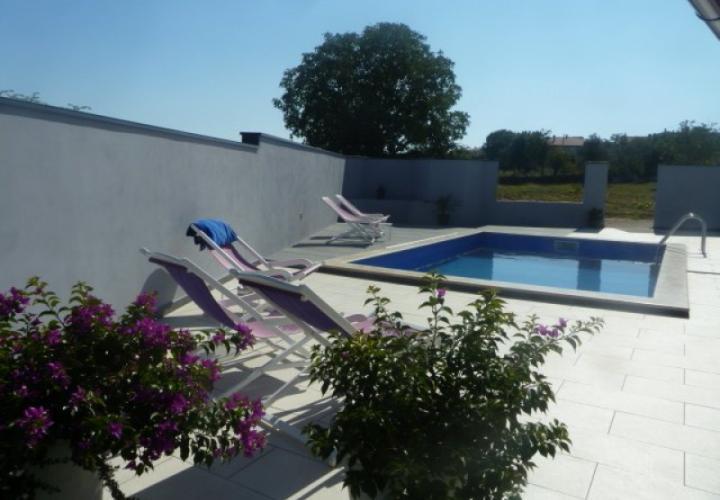 Villa with swimming pool in Stinjan, close suburb of Pula