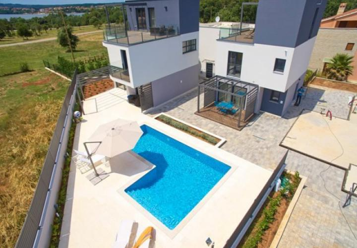 Fantastic new modern villa with pool just 250-300 meters from the sea in Pula suburb