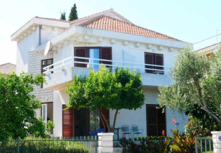First-line mini-hotel on Ciovo, Trogir in the most demanded area of Split county