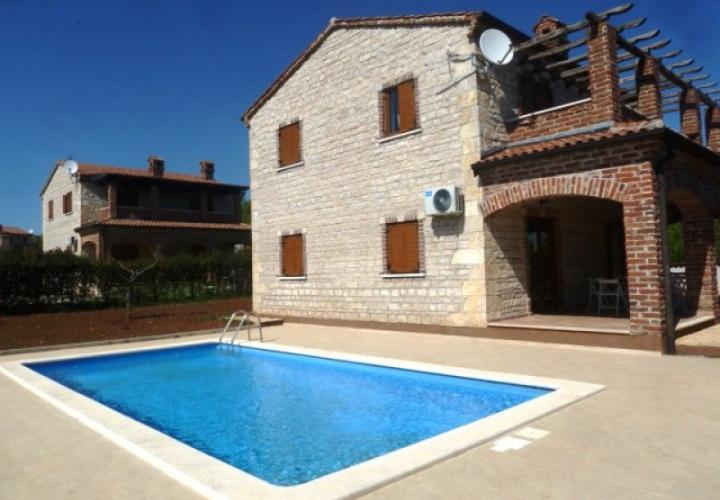 Nice villa with a swimming pool near Pula