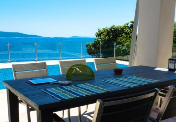 Seafront villa on Ciovo with great aura! The world will never the same after your visit this villa!