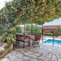 Вилла двухэтажного дома с бассейном в Порече, участок 1540 м2! - фото 16