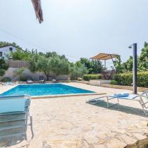 Вилла двухэтажного дома с бассейном в Порече, участок 1540 м2! - фото 21