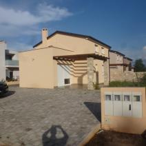 Excellent property for sale in Umag area - twin-houses just 400 m from the sea! - pic 1