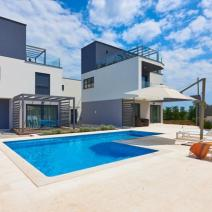 Fantastic new modern villa with pool just 250-300 meters from the sea in Pula suburb - pic 1