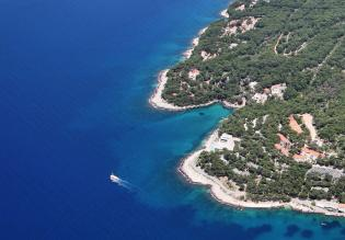 Three bedroom apartment on the 1st row to the sea in Jelsa, Hvar