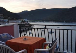 Small hotel in the second line to the beach, Rabac