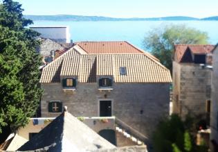 Refurbished authentic stone house for sale in Kastel Kambelovac