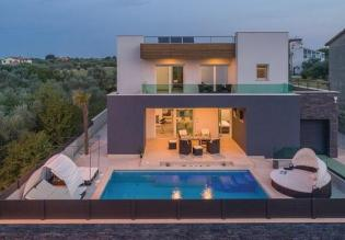 Relatively low-priced modern villa for sale in Fazana just 300 meters from the sea