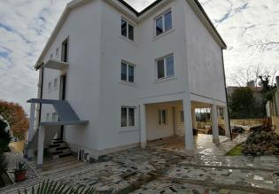 Villa 690m2 with a sea view just 50m from the beach, Medulin