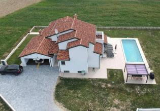 Villa 280m2 with a pool in a rural area of Pazin