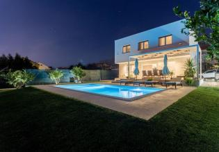 Modern villa with swimming pool - fully booked even in hard COVID times